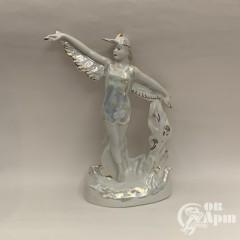 "Скульптура ""Балерина - в образе аиста"""